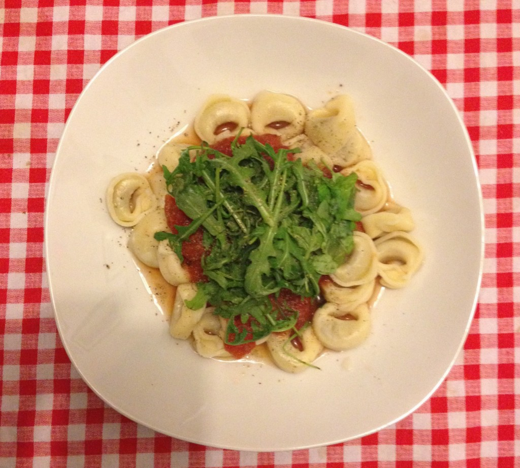 Tortellini with tomato sauce and arugula