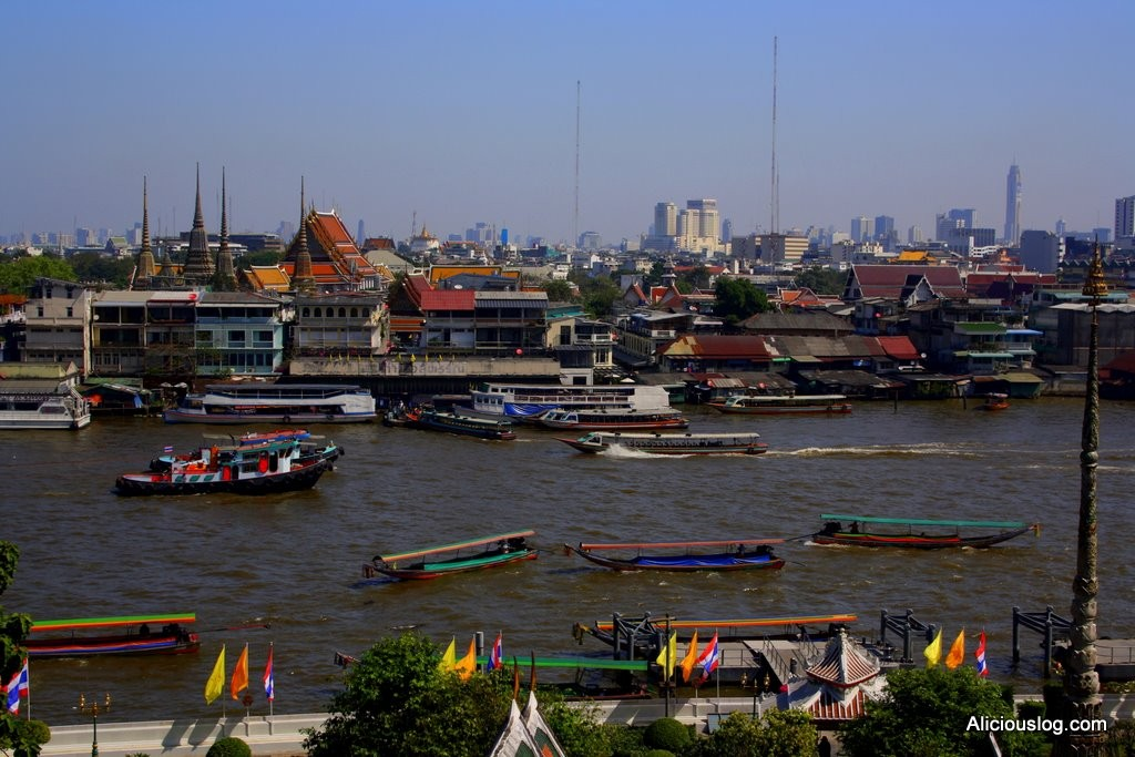 Bangkok - Traffic on the Chao Phraya river