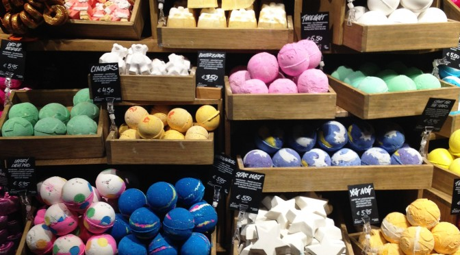 Aliciouslife: VIP shop tour at Lush