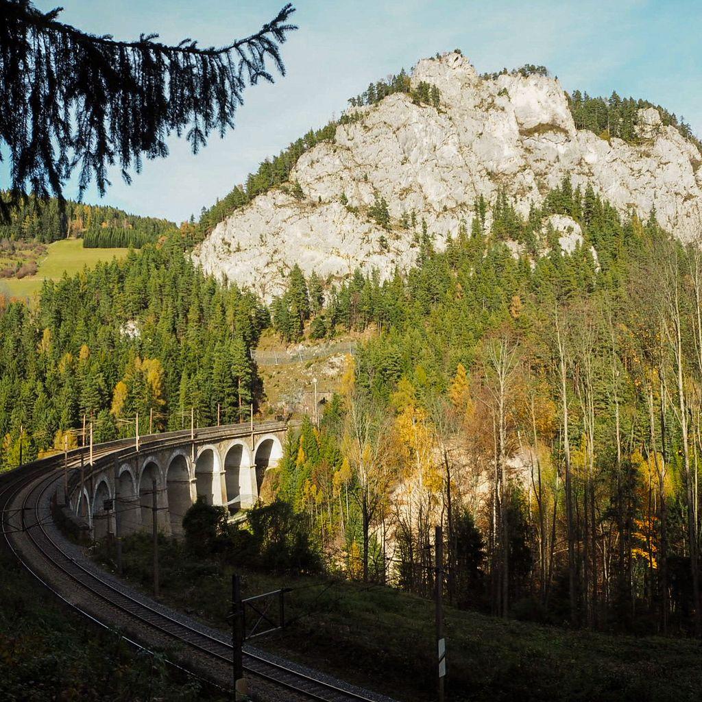 Semmering Bahnwanderweg viaduct