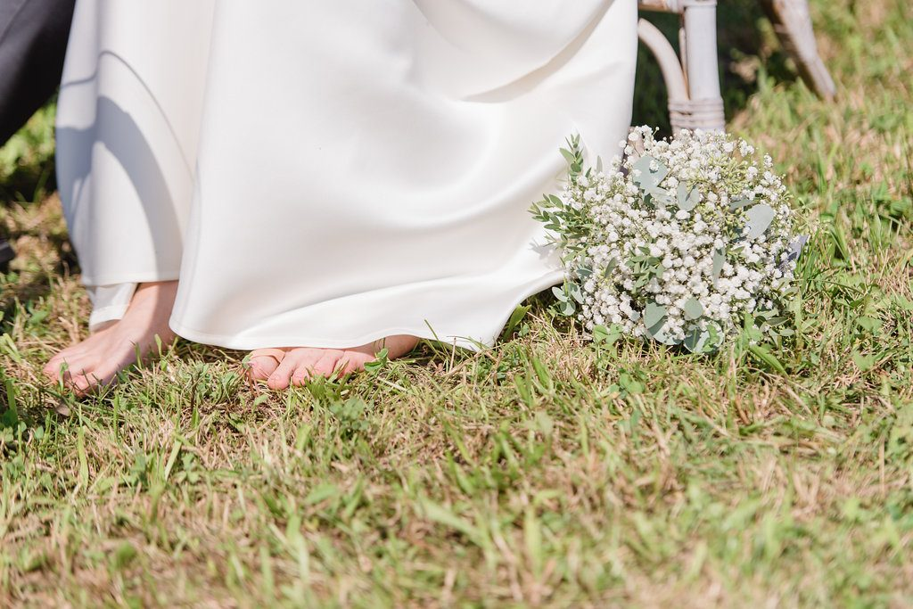 wedding bride no shoes